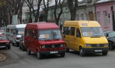 Половина маршрутных такси, циркулирующих по муниципию Кишинев, не вышли сегодня на работу в знак протеста.
